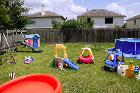 спланировать детскую площадку на даче